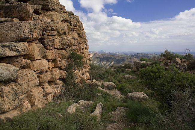 ruinas castellar colorat o reó