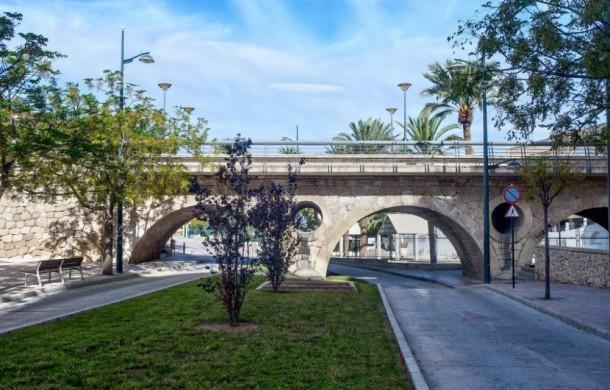 costa-blanca-crevillente-bonito-puente-del-pueblo-1000x640